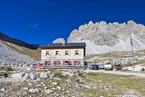 Lavaredo hut, Drei Zinnen Trail, Tre Cime di Lavaredo, Dolomites, Italy, Europe