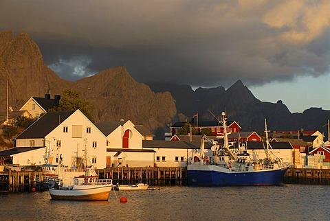 The harbor of Hamnoy, mountains at back, Hamnoy, island of Moskenesoy, Moskenesoy, Lofoten archipelago, Nordland, Norway, Europe