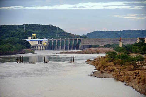 """Central Hidroelectrica 15 Septiembre"", hydroelectric power plant on Rio Lempa, the plant operator was accused of having aggravated the flooding in the lower reaches of Rio Lempa because the sluices were opened very late, El Salvador, Central America, Lat"