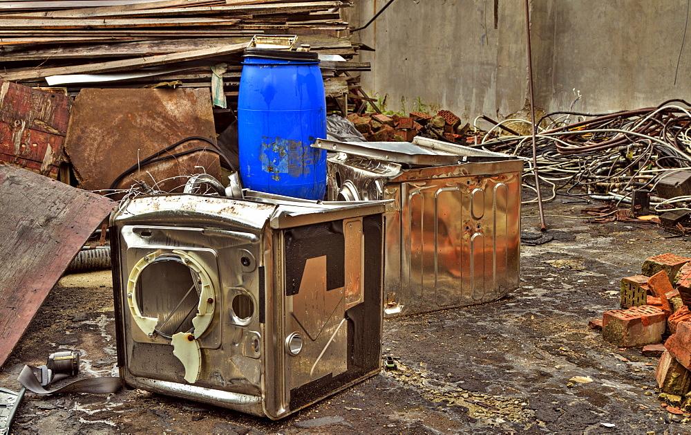Electrical appliances, bodies, destruction, abandoned factory