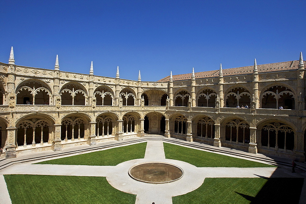 Two-storey cloister, Claustro, Mosteiro dos Jeronimos, Hieronymites Monastery, UNESCO World Heritage Site, late Gothic style, Manueline, Belem, Lisbon, Portugal, Europe