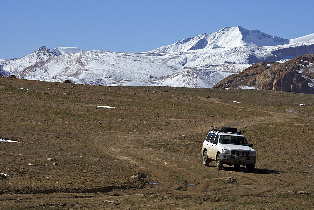 Off-road vehicle on the slopes of the Eastern Pamir, Tajikistan, Central Asia, Asia