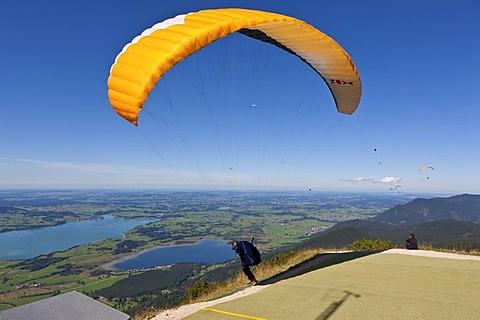 Hang glider taking off, Mt Tegelberg, Froggensee Lake at back, Upper Bavaria, Bavaria, Germany, Europe, PublicGround