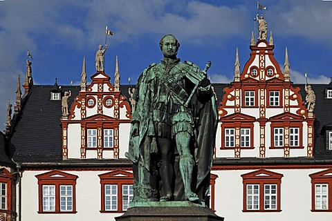 Statue of Prince Albert, 1865, gift from Queen Victoria to the people of Coburg, Renaissance Stadthaus building at back, built 1597 to 1601, market square, Coburg, Upper Franconia, Bavaria, Germany, Europe