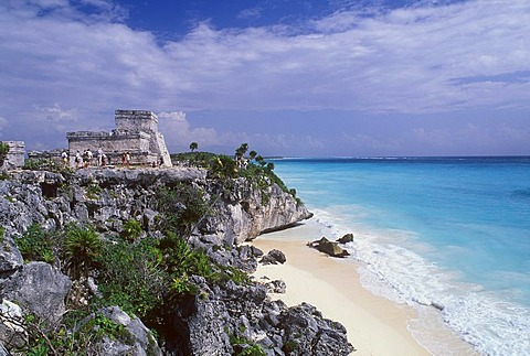 El Castillo Mayan Temple of Tulum on the Caribbean Coast, Riviera Maya, Quintana Roo, Yucatan Peninsula, Mexico, North America