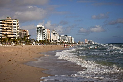 Apartment buildings on the long sandy beach of Fort Lauderdale, Broward County, Florida, USA
