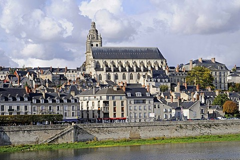 Cathedrale Saint-Louis, Loire river, Blois, Loir-et-Cher, Centre, France, Europe, PublicGround