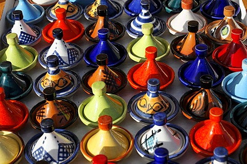 Traditional tajines or tagines, souvenirs, market stall, Ait Benhaddou, Morocco, Africa