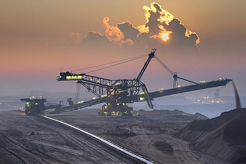 Spreaders in an open-cast lignite mine in the early morning, Garzweiler, North Rhine-Westphalia, Germany, Europe