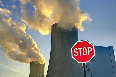 Stop sign, cooling towers of Braunkohlekraftwerk Neurath, lignite-fired power plant, Grevenbroich, North Rhine-Westphalia, Germany, Europe