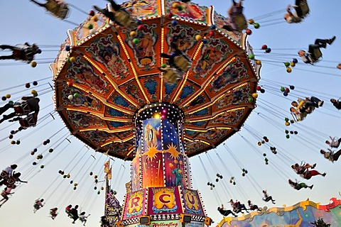 "Chairoplane or chain carousel ""Wellenflug"", Oktoberfest, Munich, Bavaria, Germany, Europe - 832-51632"