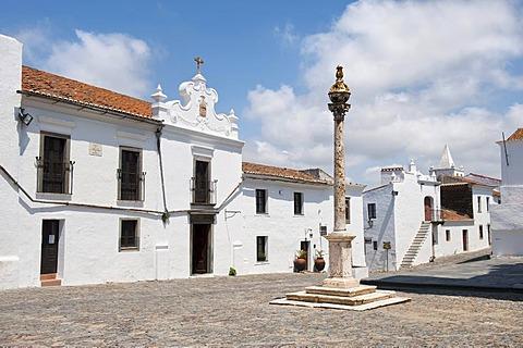 Pillory, Largo Dom Nuno Alvares Pereira, Monsaraz, Alentejo, Portugal, Europe