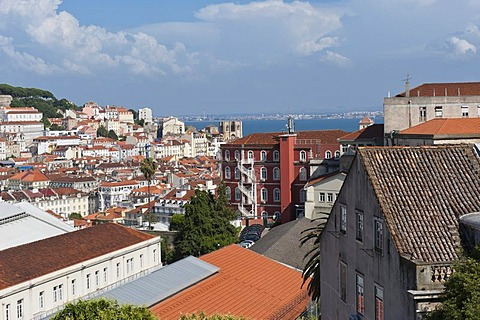 Overview over Alfama district and Se Cathedral, Lisbon, Portugal, Europe