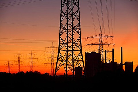 RAG Prosper Coke Plant in Bottrop, high voltage transmission lines, power lines, sunset, between Essen, Bottrop and Oberhausen, North Rhine-Westphalia, Germany, Europe