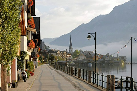 Hallstatt, Hallstaettersee, Lake Hallstatt with morning fog, Salzburg, Austria, Europe