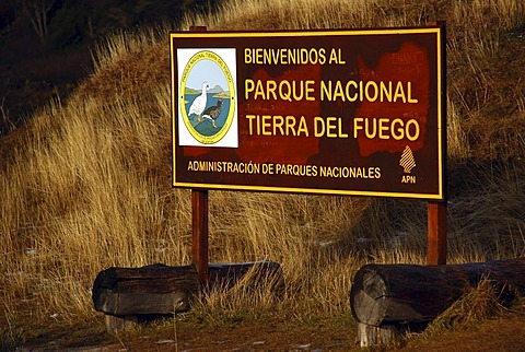 Sign, Parque Ncacional Tierra del Fuego, Tierra del Fuego National Park, southern end of the Panamericana or Pan-American Highway, Ushuaia, Tierra del Fuego, Argentina, South America - 832-53731