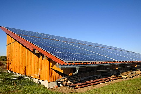 Large photovoltaic system on a new barn of a farm, Morschreuth, Upper Franconia, Bavaria, Germany, Europe