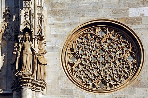 Gothic tracery and figures on Stephansdom, St. Stephen's Cathedral, Stephansplatz, Vienna, Austria, Europe