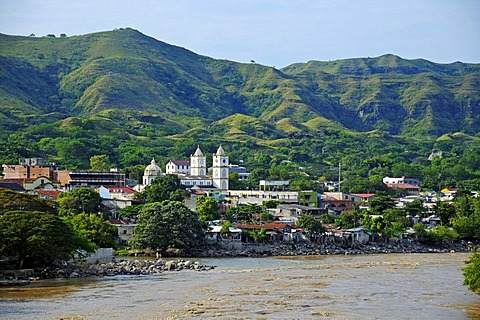View of the city of Honda on the banks of the Magdalena river, Colombia, South America, Latin America