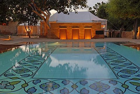 Swimming pool, Mool Sagar, heritage hotel and pleasure gardens of the Maharajas of Jodhpur, Jaisalmer, Thar Desert, Rajasthan, North India, India, Asia