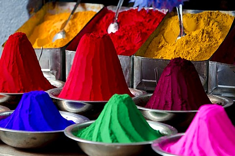 Coloured kum-kum powder, piled up, market, Mysore, South India, India, Asia