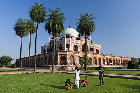 Indian visitors, Tomb of Humayun, grave monument, UNESCO World Heritage Site, New Delhi, North India, India, Asia