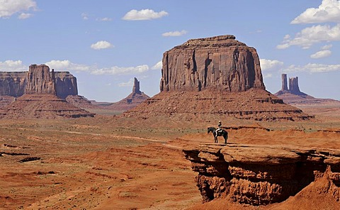 Viewpoint John Ford's Point, tourist on horseback, East Mitten Butte, West Mitten Butte, Merrick Butte, Castle Butte, Bear and Rabbit, Stagecoach, Mitchell Mesa table mountains, Monument Valley Navajo Tribal Park, Navajo Nation Reservation, Arizona, Utah,
