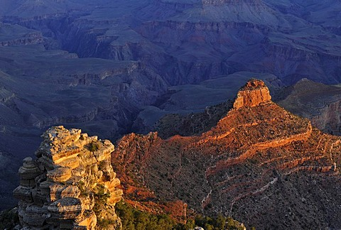 View of O'Neill Butte from Yaki Point at first morning light, South Kaibab Trail, Bright Angel Canyon and Trail, Grand Canyon National Park, South Rim, Arizona, United States of America, USA
