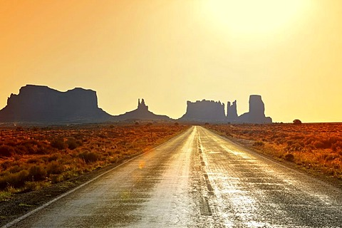 Federal Highway 163, sunrise, dawn, mesas, Bringham's Tomb, King on His Throne, Stagecoach, Bear and Rabbit, Castle Butte, Monument Valley, Navajo Tribal Park, Navajo Nation Reservation, Arizona, Utah, USA