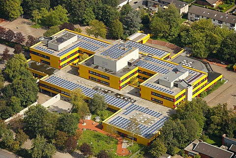Aerial view, solar panels on roofs, Ingeborg-Drewitz-Gesamtschule, comprehensive school, Gladbeck, Ruhr Area, North Rhine-Westphalia, Germany, Europe