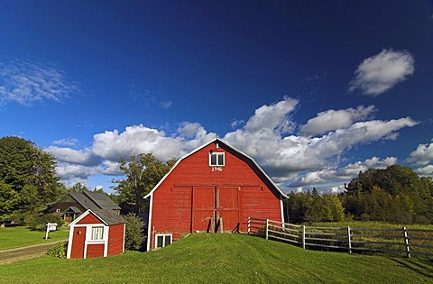 A classical red farm near Albany, northern Vermont, USA