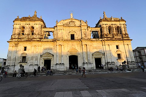 Exterior view, Leon Cathedral, Catedral de la Asuncion, built in 1860, Leon, Nicaragua, Central America