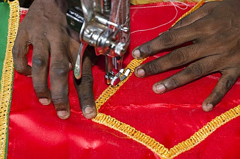 Tailor sewing with sewing machine, Madurai, Tamil Nadu, India, Asia