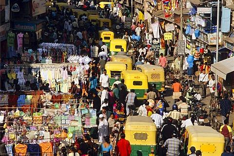 Heavy traffic in the capital of Gujarat, Ahmedabad, Gujarat, India, Asia