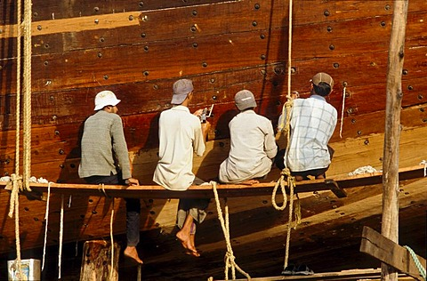 Men building a dhow, a big wooden ship that is made completely by hand, Mandvi, Gujarat, India, Asia