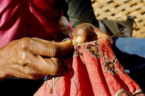 Woman making embroidery, villages in central Gujarat are famous for the different styles of embroidery, Bhirendiara, Gujarat, India, Asia