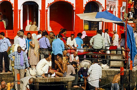 Priests offering ceremonies and blessings to pilgrims, Haridwar, Uttarakhand, formerly Uttaranchal, India, Asia