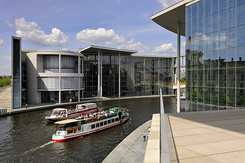 Busy shipping traffic, excusion boats in front of Marie-Elisabeth-Lueders-House and Paul-Loebe-Haus, German parliament buildings, Reichstagsufer embankment, Spreebogen, river Spree, Regierungsviertel, Government district, Berlin, Germany, Europe, PublicGr