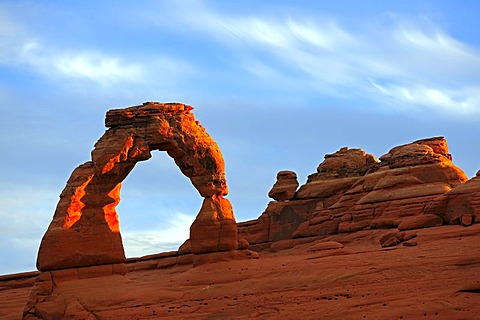Delicate Arch, natural arch in morning light, Arches National Park, Utah, USA