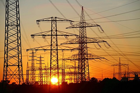 Electricity pylons, power lines, sunset in Karnap quarter, Essen, North Rhine-Westphalia, Germany, Europe