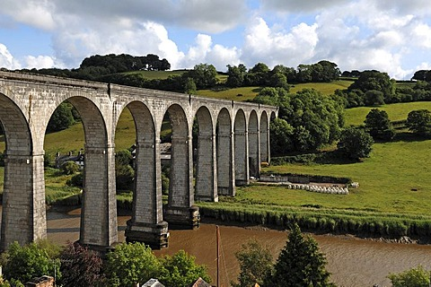 Railway viaduct across the Tamar River, with twelve arches, built in 1908, Calstock, Cornwall, England, United Kingdom, Europe