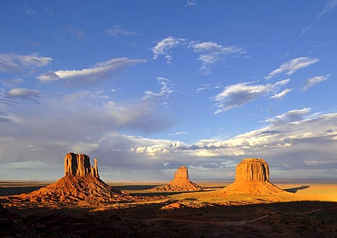 Mesas, West Mitten Butte, East Mitten Butte, Merrick Butte in the evening light, Monument Valley, Navajo Tribal Park, Navajo Nation Reservation, Arizona, Utah, United States of America, USA