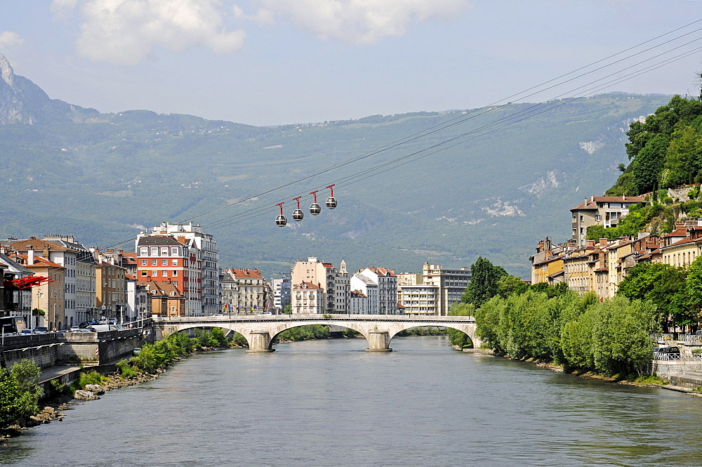Cable car over the river Isere to Fort de la Bastille, Pont Marius Gontard Bridge, Grenoble, Rhone-Alpes, France, Europe