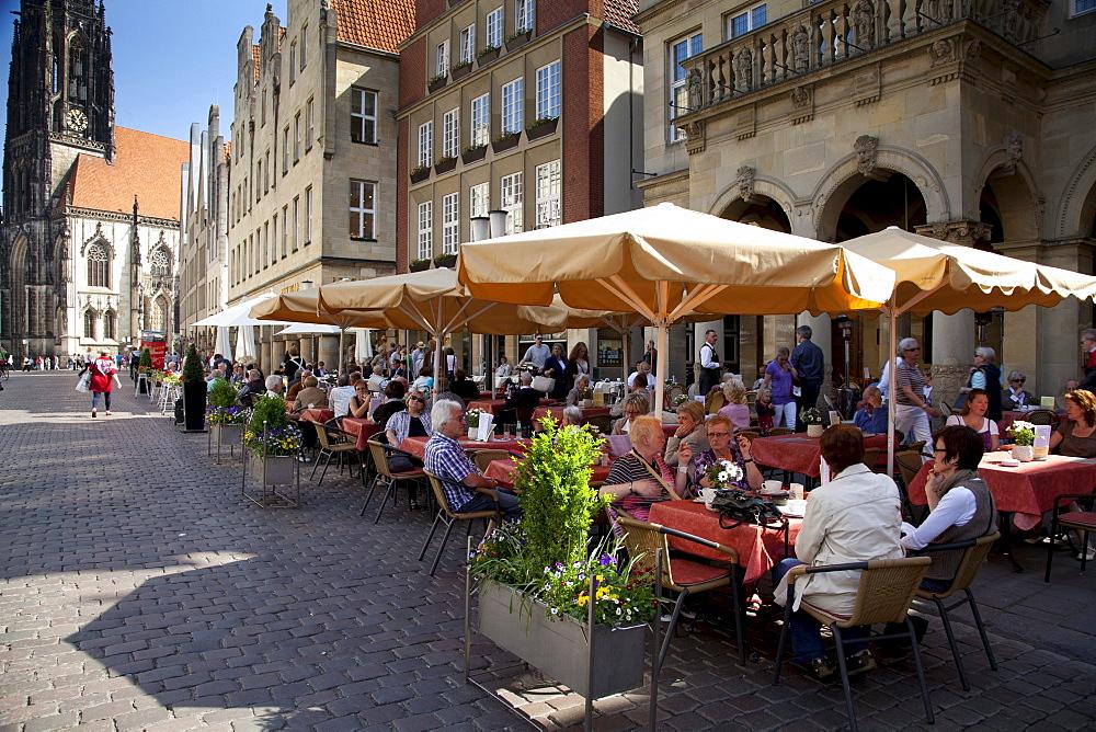Sidewalk cafe, Prinzipalmarkt square, Muenster, Muensterland region, North Rhine-Westphalia, Germany, Europe
