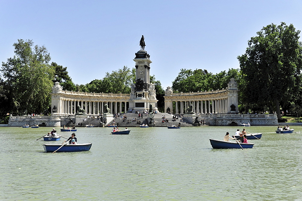 Tour boats in front of the monument to Alfonso XII. in the Parque del Buen Retiro park, Madrid, Spain, Europe