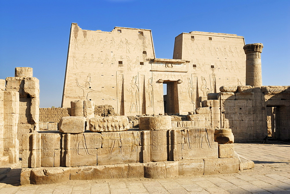 Main gate, entrance pylons, Horus Temple, Edfu, Nile Valley, Egypt, Africa