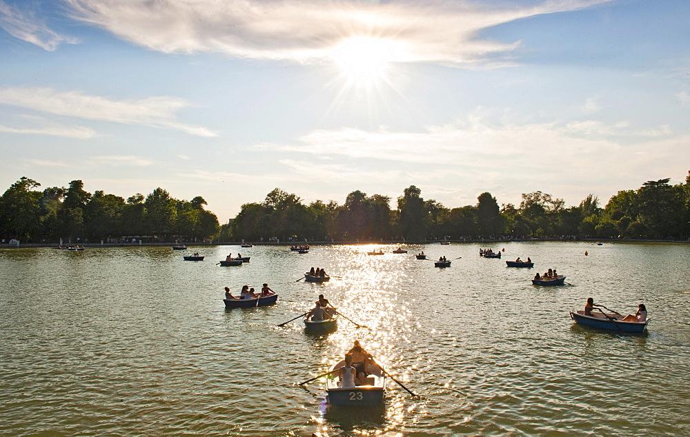 Rowing boats at sea, Parque del Retiro, Gran Estanque, Madrid, Spain, Europe