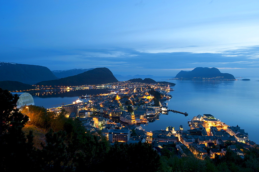 View from Aksla on Alesund at dusk, Moere og Romsdal, Norway, Scandinavia, Northern Europe