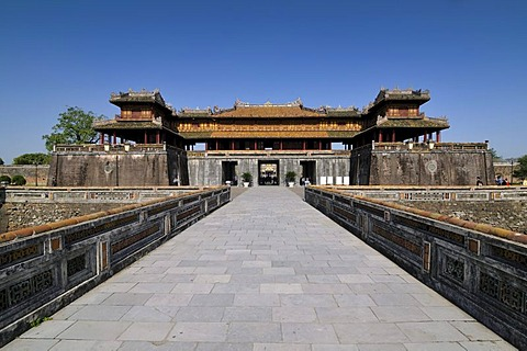 Morning gate, Ngo Mon Gate, main entrance to the Imperial Palace Hoang Thanh, Forbidden City, Hue, UNESCO World Heritage Site, Vietnam, Asia
