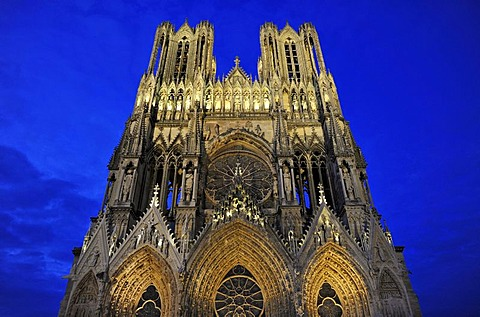 Night view, west facade, Cathedral of Notre-Dame, Unesco World Heritage Site, Reims, Champagne, France, Europe, PublicGround